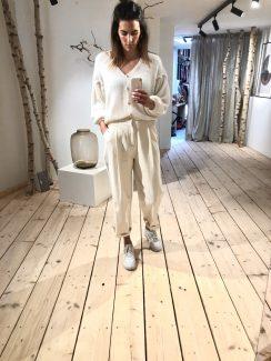 white favo knit